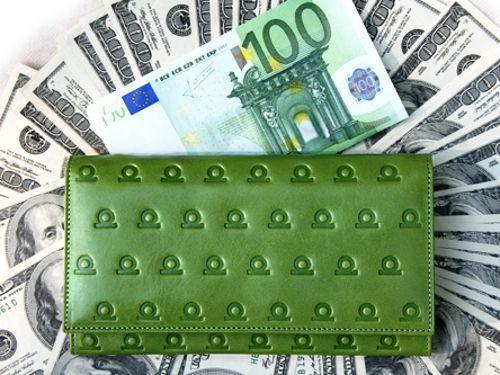 Какого цвета должен быть кошелек для привлечения денег