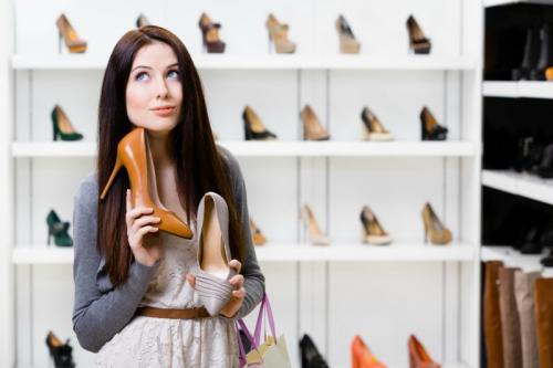 Обувь с юбкой макси. С какой обувью носить платья и юбки длинны макси