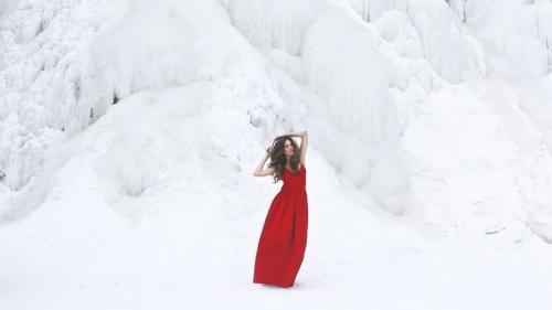 Длинное трикотажное платье с чем носить зимой. Как носить платья зимой? 5 стильных советов