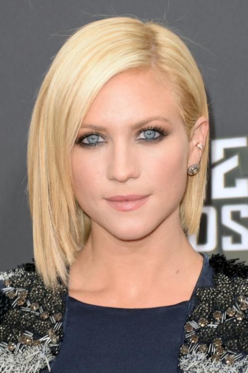 Прически на средние волосы с челкой для блондинок. 17 идеальных стрижек для блондинок