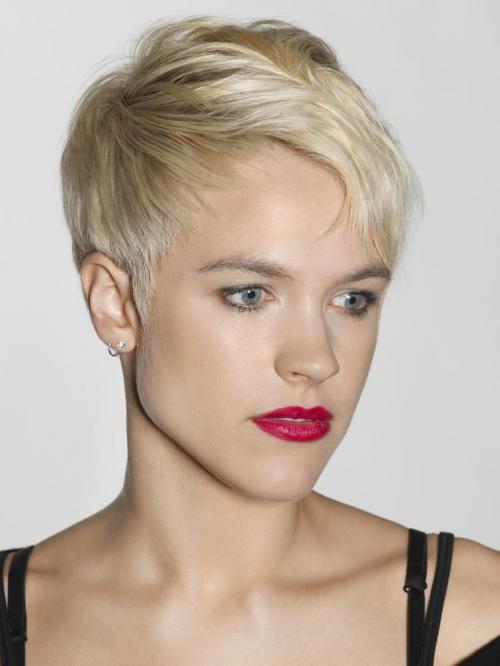 Короткая стрижка для блондинки. Модная прическа блондинок пикси 2020