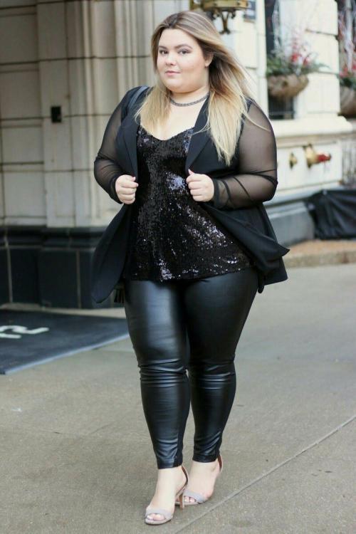 С чем носить лосины полным женщинам. Зачем полные женщины носят лосины?