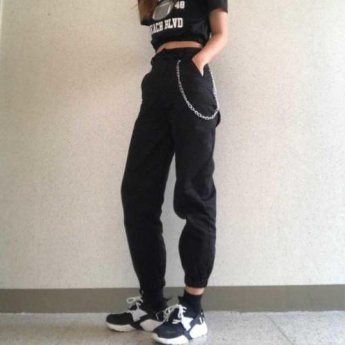Как носить джоггеры женские. Стильные модели женских брюк джоггеров и что это такое, с чем носить модные брюки