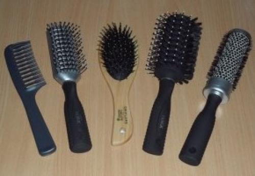 Какой расческой лучше расчесывать волосы?