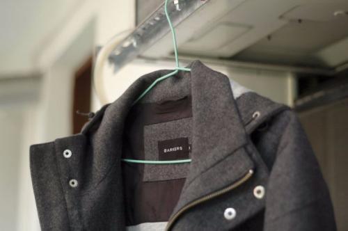 Как дома почистить светлое пальто. Как очистить драповое изделие?