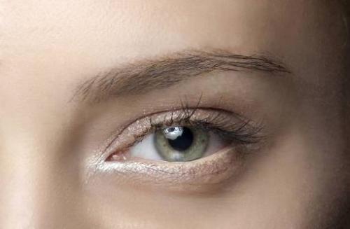 Белый карандаш для глаз, как пользоваться. Белый карандаш для глаз: зачем нужен и как его использовать?